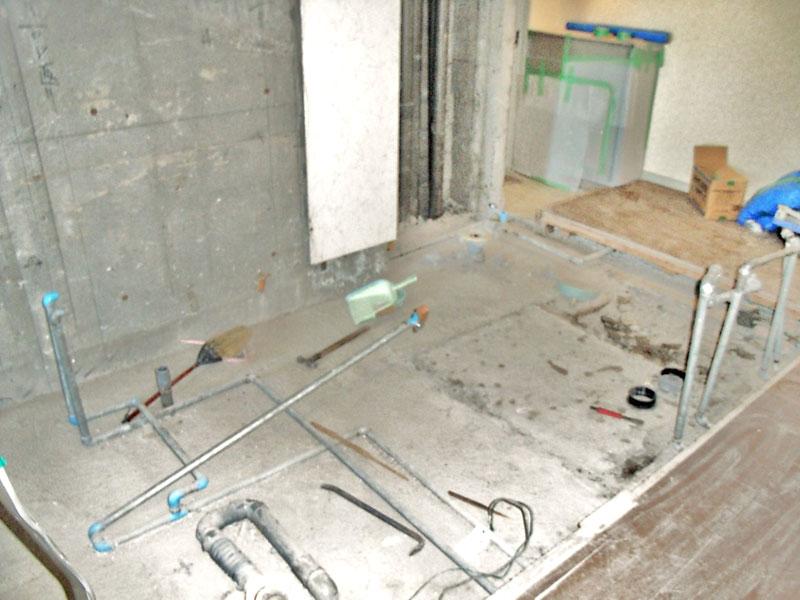 既存の浴室と洗面所の床下